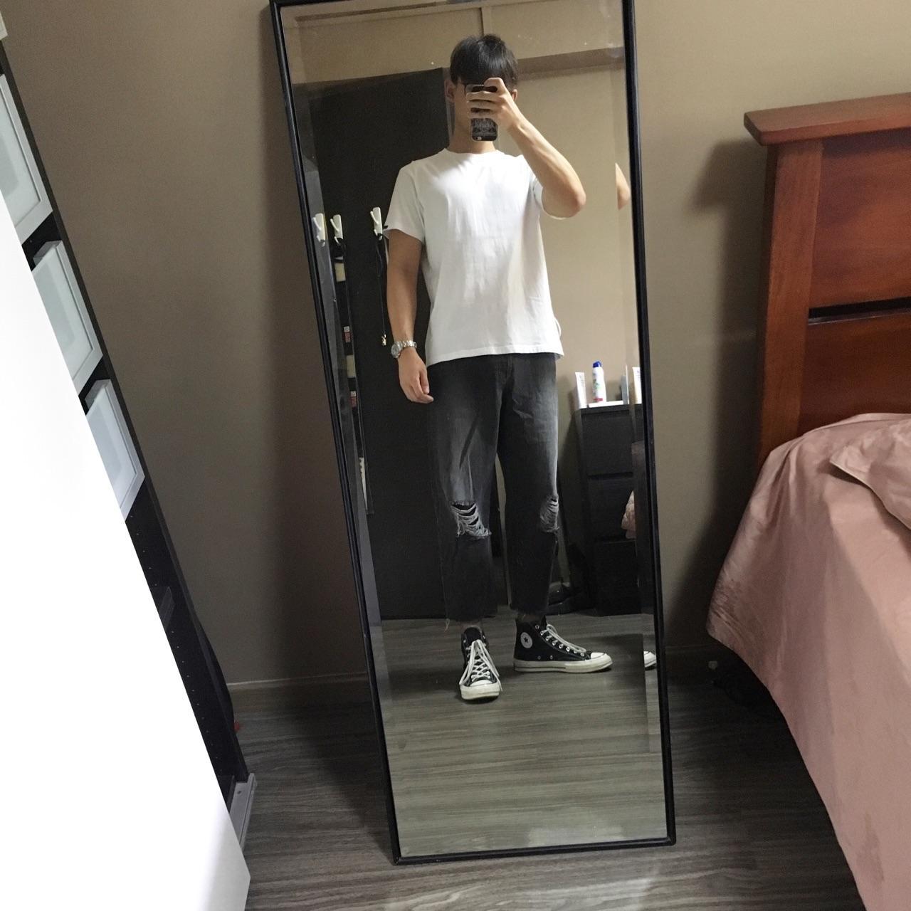 牛仔短裤怎么配鞋子_男生穿白T恤如何搭配? - 知乎