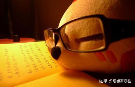 新配的眼镜两只镜片反光颜色会不一样?不正常