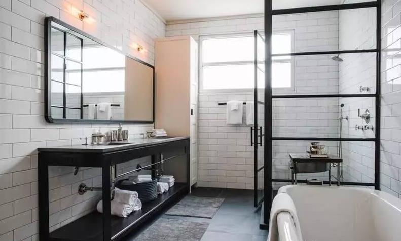 有一种淋浴房,可以很复古,很工业风