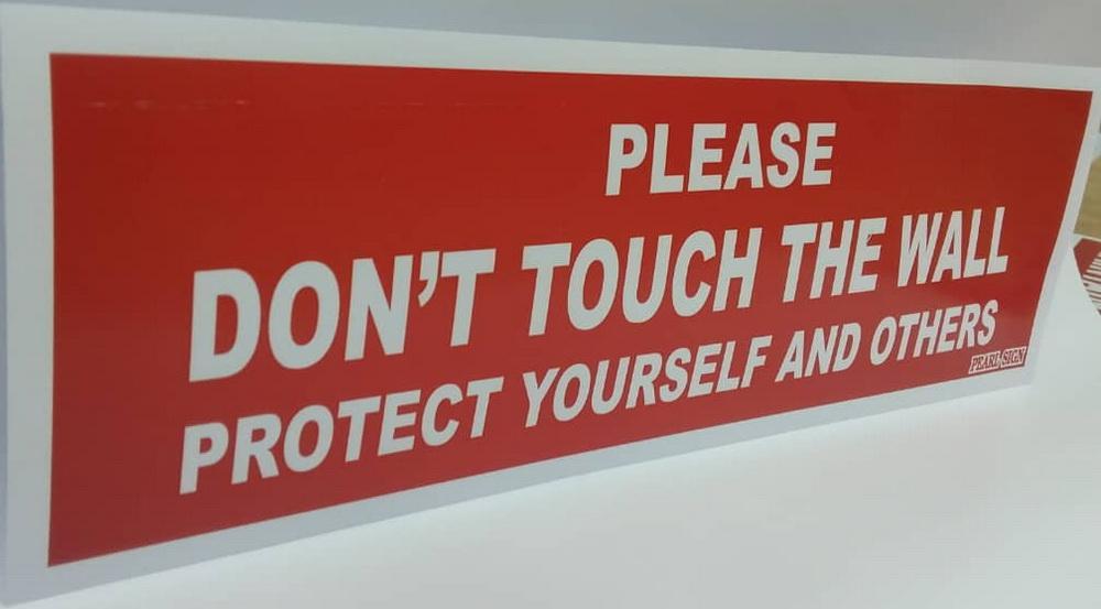 医疗保健 (167):预防染疫,请勿触摸墙壁│容谨