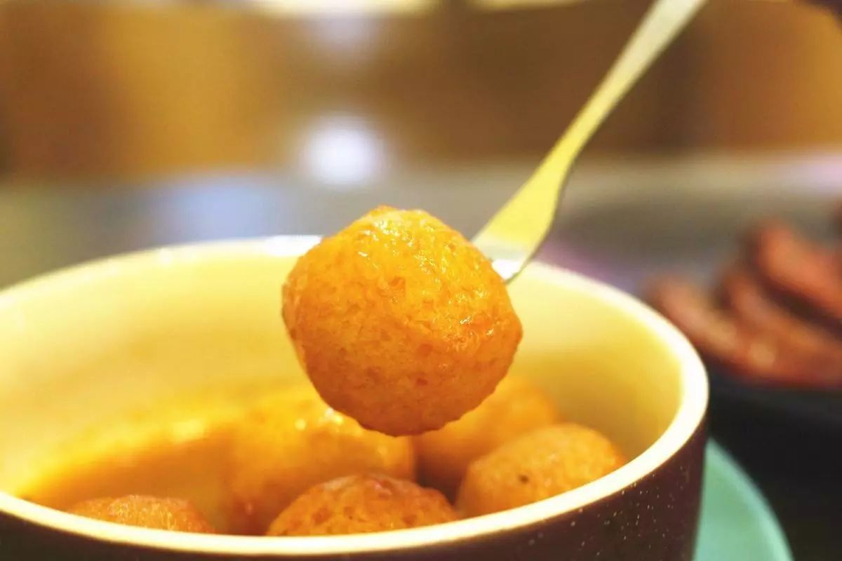 玥食记 半个世纪的香港街头经典小吃——鱼蛋- 知乎