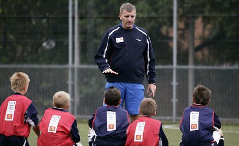 教练_如何成为一名青少年足球教练-知乎