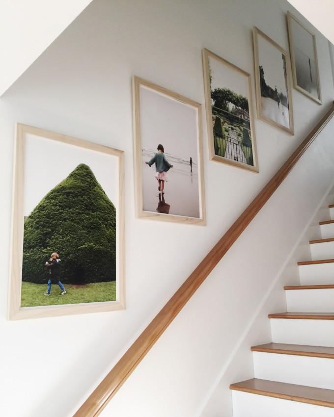在客厅的背景墙挂装饰画,有什么小技巧?如何选画和摆放方法?